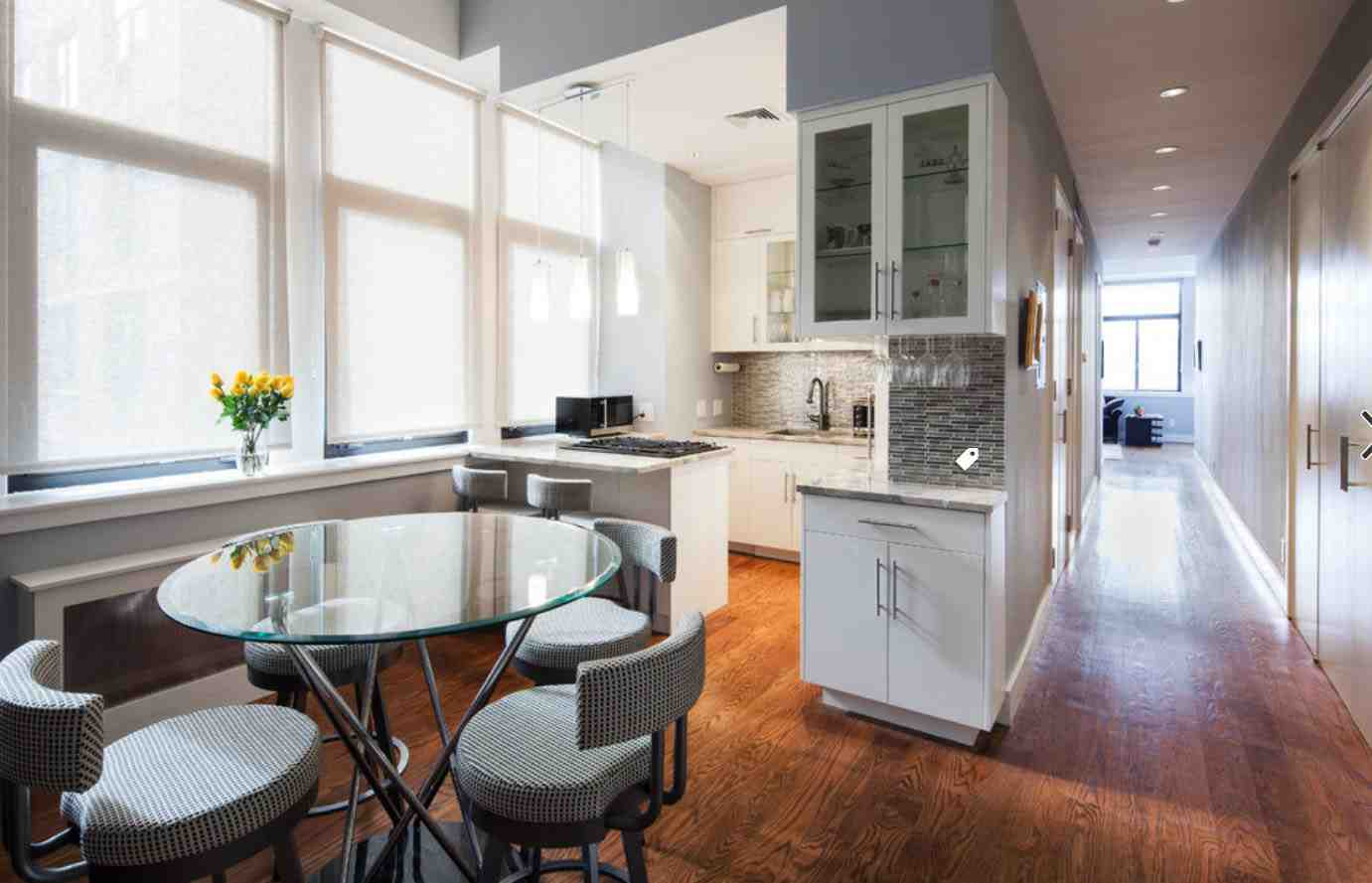 Comment rendre une cuisine blanche chaleureuse ?