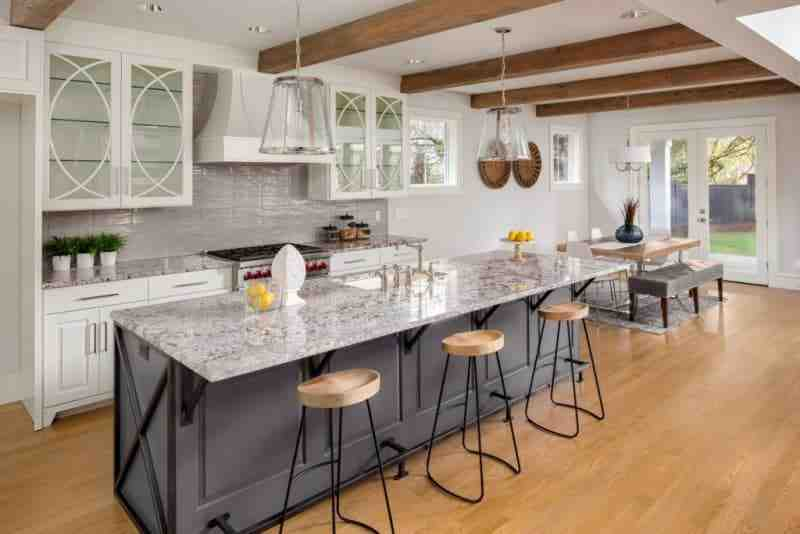 Quel plan de travail avec cuisine blanc brillant ?