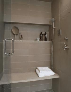 Quelle couleur pour agrandir une petite salle de bain ?