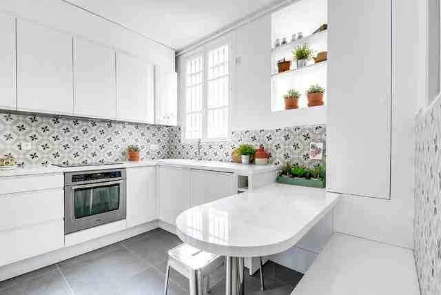 Quelle crédence avec une cuisine blanche ?